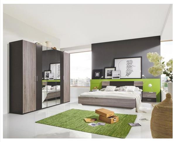 verr ckt ein komplettes schlafzimmer bett nachttische. Black Bedroom Furniture Sets. Home Design Ideas