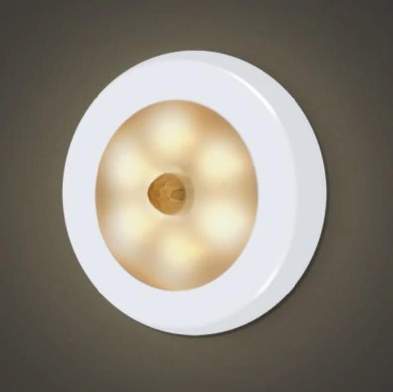 Das Utorch Nachtlicht mit 6 LEDs und Bewegungssensor für nur 2,48 Euro inkl. Versand