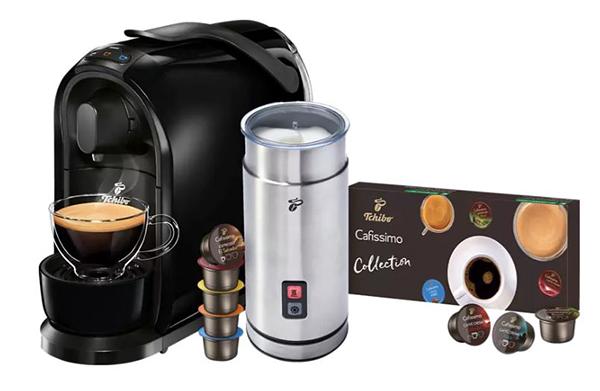 TCHIBO CAFISSIMO Pure + elektrischer Milchaufschäumer + Probierset mit 8 Kapseln für nur 52,75 Euro