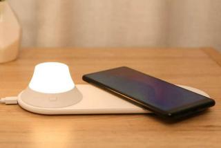 Xiaomi Yeelight Wireless Qi-Charger mit Akku-Nachtlicht für nur 15,71 Euro